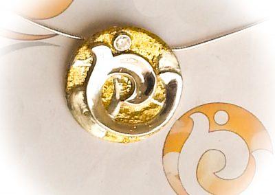 Logo pendant Evolving You Art Design